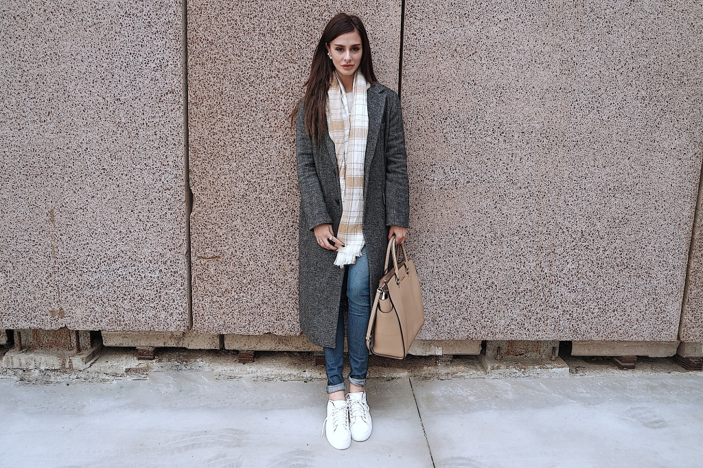 jeans and sneakers _ flat shoes _ quick easy outfit