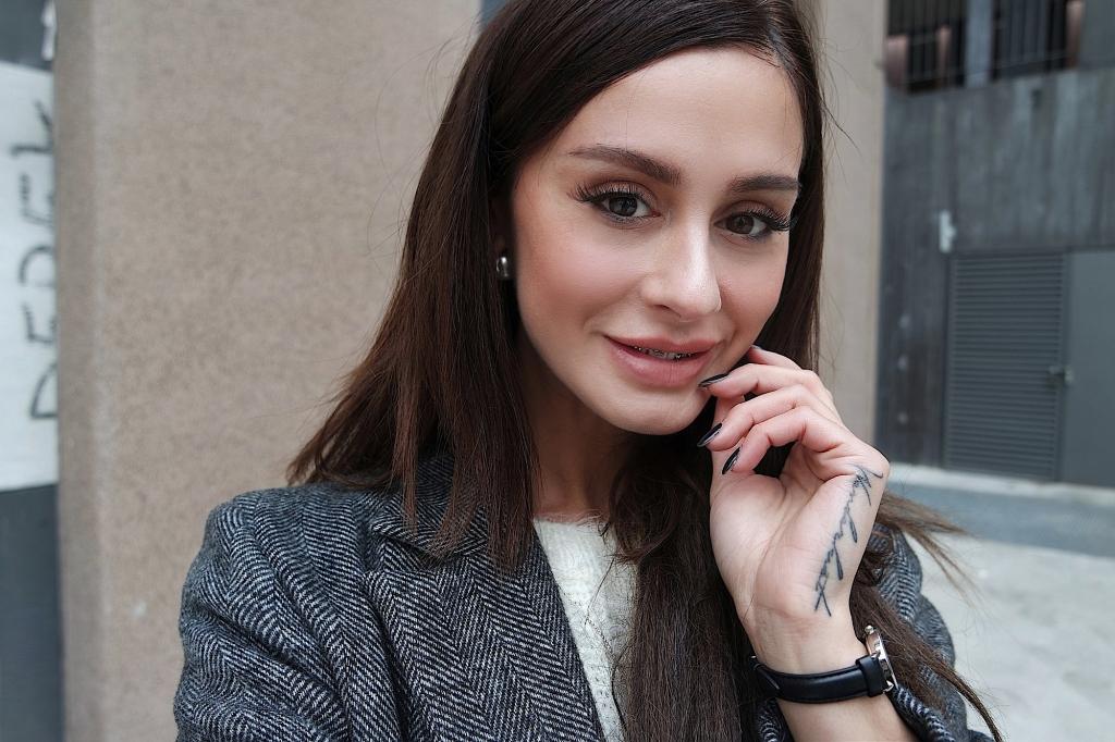 marie zamboli_ italia_ brunette_ happy _ girl _ mora