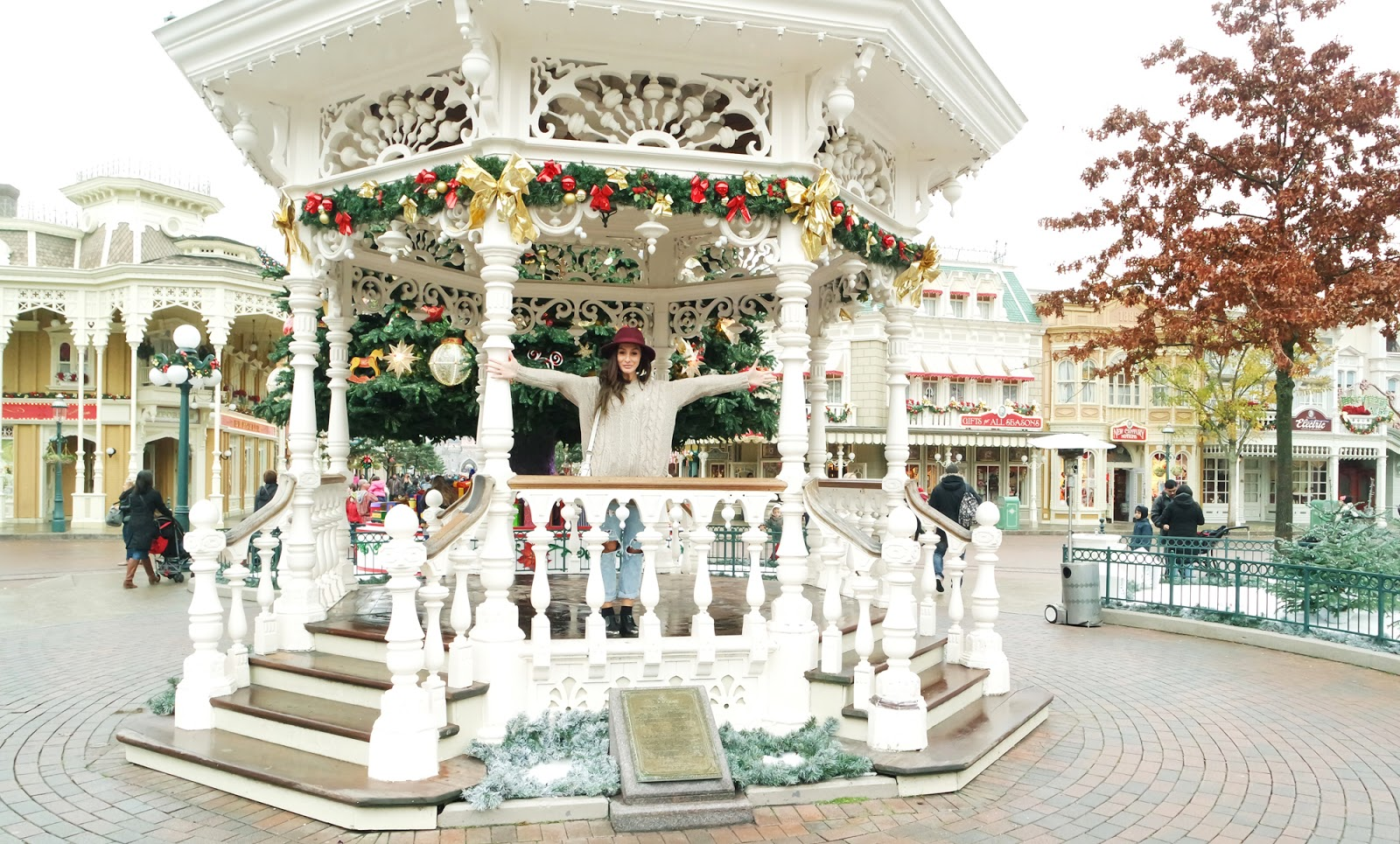 Merry Christmas_ Disneyland Paris _ the best Chritmas_ marie zamboli_