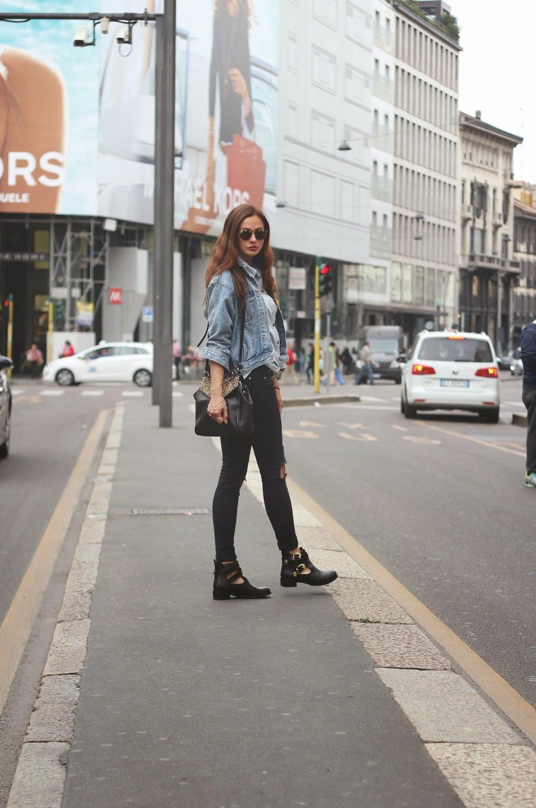 Taxi a San Babila con Ripped jeans