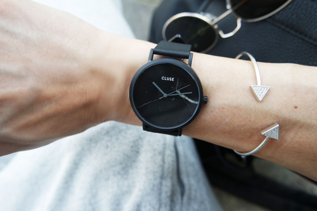 minimal black watch